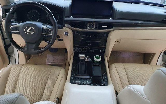 Bán Lexus LX570 Trung Đông sản xuất 2016, đăng ký T1/2019, siêu mới 99,999%8