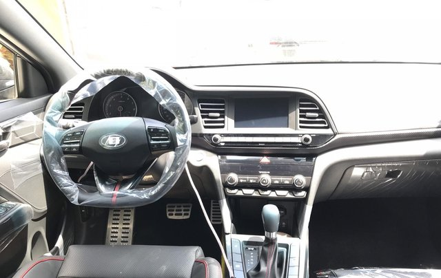 Cần bán xe Hyundai Elantra 2019 - giảm tiền mặt + phụ kiện khủng 60tr3