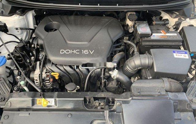 Cần bán Hyundai Elantra sản xuất 2015, số tự động, giá chỉ 470 triệu4