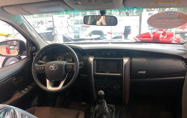Bán ô tô Toyota Fortuner 2.4G Số sàn đời 2019, màu bạc, giá chỉ 933 triệu2