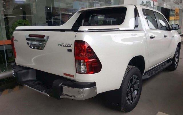 Bán Toyota Hilux 2.8G 4x4 AT 2019, màu trắng, nhập khẩu  4