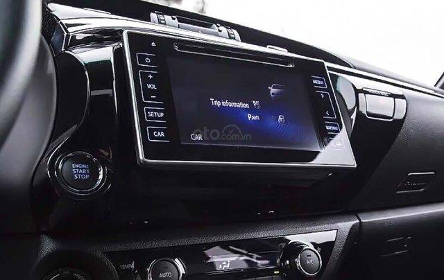 Bán Toyota Hilux 2.8G 4x4 AT 2019, màu trắng, nhập khẩu  2