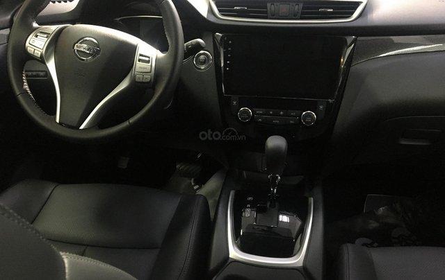 Nissan XTrail 2.5SV thời trang năng động, ưu đãi khuyến mãi đặc biệt- Liên hệ hotline: 09351970223