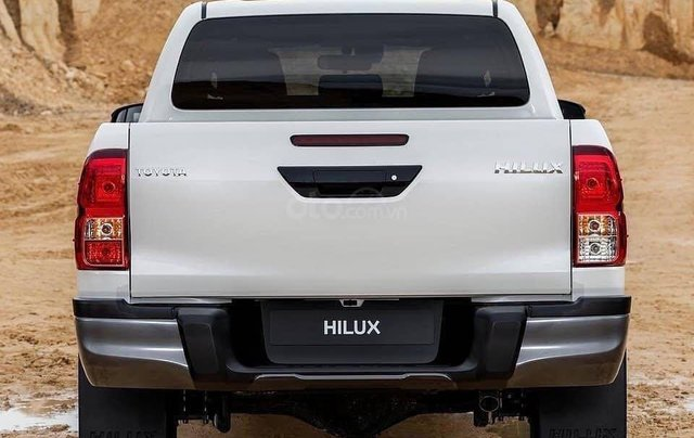 Cần bán Toyota Hilux năm sản xuất 2019, màu trắng, nhập khẩu nguyên chiếc3