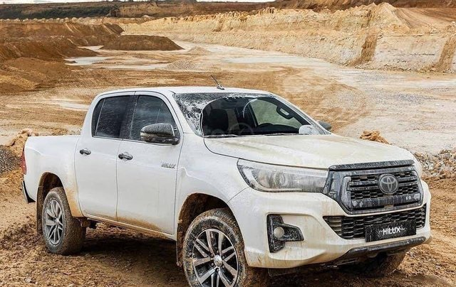 Cần bán Toyota Hilux năm sản xuất 2019, màu trắng, nhập khẩu nguyên chiếc2