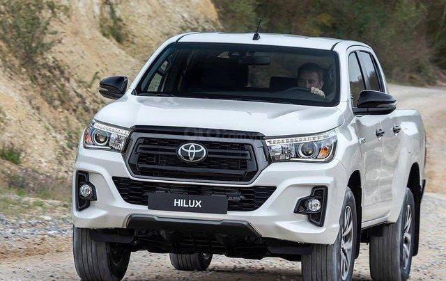 Cần bán Toyota Hilux năm sản xuất 2019, màu trắng, nhập khẩu nguyên chiếc0