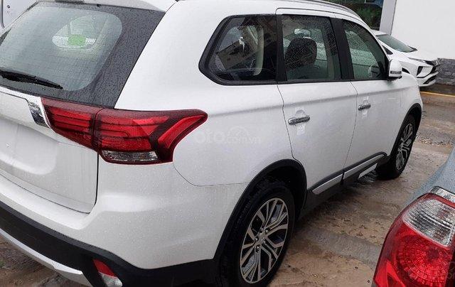 Mitsubishi Outlander CVT 2019, màu trắng, hỗ trợ vay 80% giá trị xe, ưu đãi giá tốt tháng 112