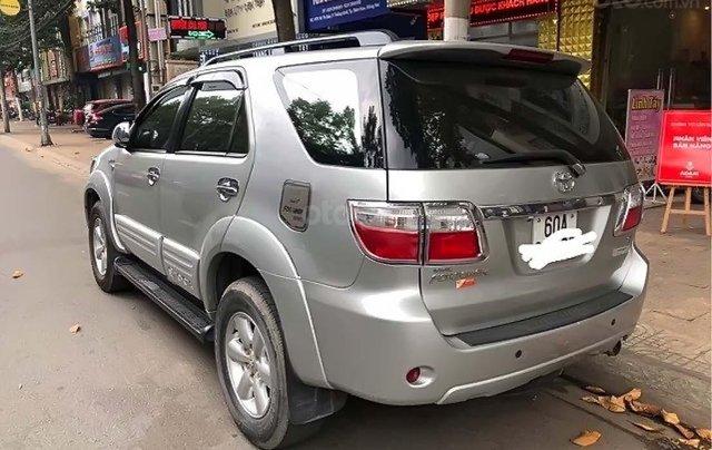 Bán xe Toyota Fortuner sản xuất 2011, màu bạc chính chủ1