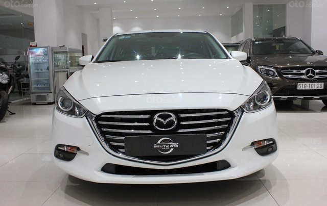 Chính chủ cần bán Mazda 3 2017 bản hatchback màu trắng, số tự động, full option0
