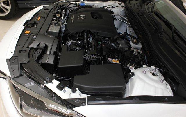 Chính chủ cần bán Mazda 3 2017 bản hatchback màu trắng, số tự động, full option5