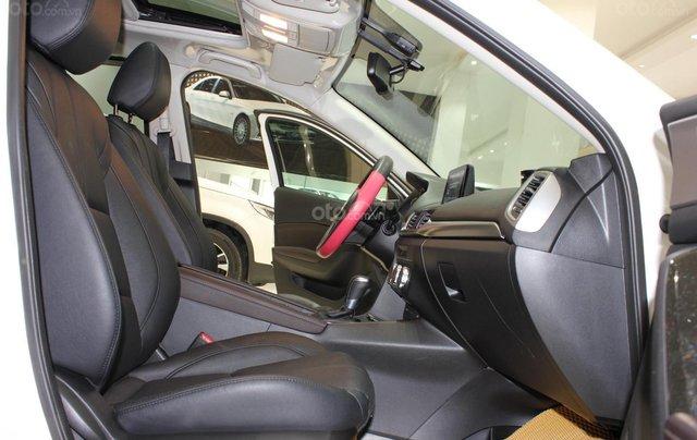Chính chủ cần bán Mazda 3 2017 bản hatchback màu trắng, số tự động, full option10