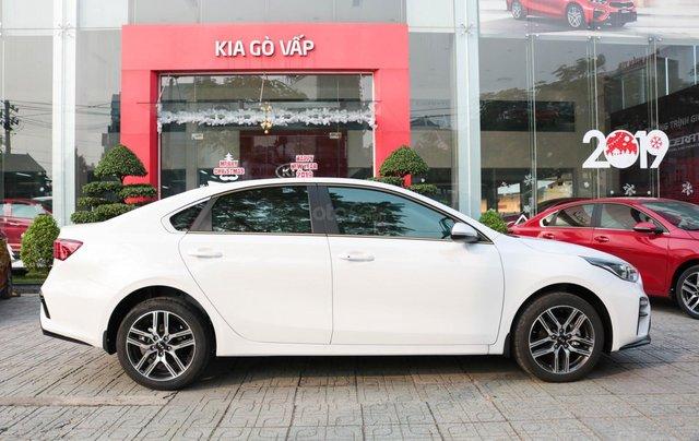 Kia Cerato 1.6 AT Luxury, ưu đãi giá hơn 16 triệu + tặng phụ kiện, đưa trước 200tr lấy xe2