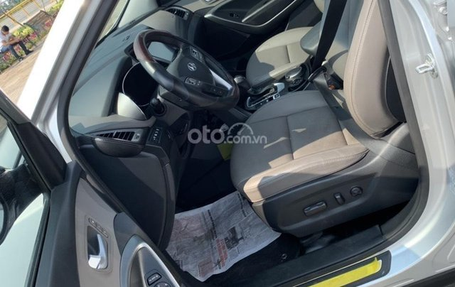 Bán xe Hyundai Santa Fe đời 2017, màu bạc, giá cực tốt4