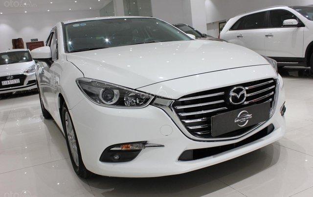 Chính chủ cần bán xe Mazda 3 đời 2017, màu trắng, giá chỉ 590 triệu0