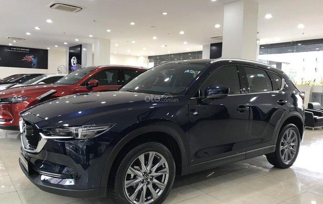 Cần bán chiếc Mazda CX 5 năm 2019, màu xanh lam, giá rẻ1