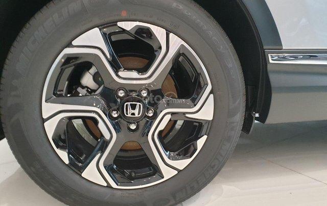 Cho đi nhanh chiếc Honda CR V sản xuất 2019, màu bạc, giá rẻ2