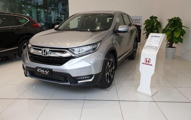 Cho đi nhanh chiếc Honda CR V sản xuất 2019, màu bạc, giá rẻ0