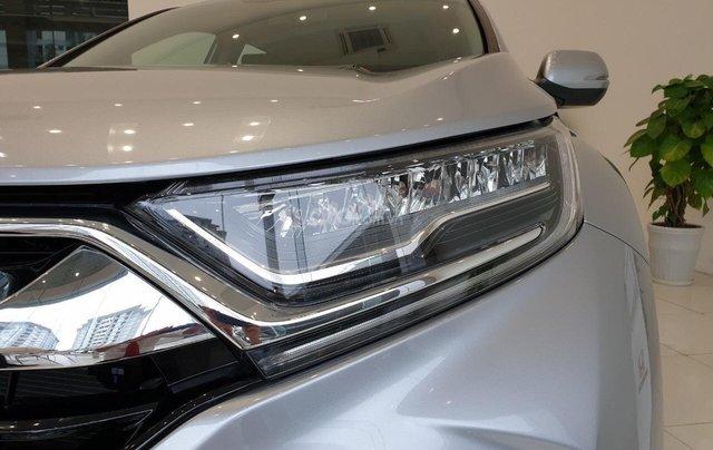 Cho đi nhanh chiếc Honda CR V sản xuất 2019, màu bạc, giá rẻ3