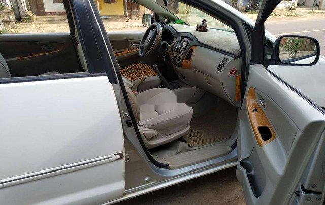 Cần bán gấp Toyota Innova sản xuất 2008, màu trắng xe gia đình, giá chỉ 300 triệu5