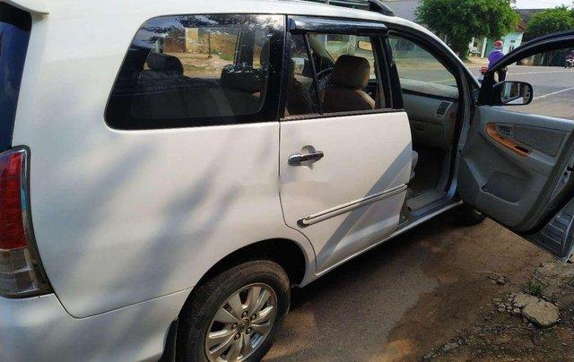 Cần bán gấp Toyota Innova sản xuất 2008, màu trắng xe gia đình, giá chỉ 300 triệu4