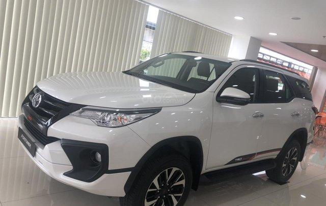 Bán xe Toyota Fortuner 2.7 TRD, màu trắng- khuyến mãi giảm giá khủng - tặng phụ kiện cao cấp theo xe0