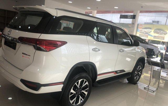 Bán xe Toyota Fortuner 2.7 TRD, màu trắng- khuyến mãi giảm giá khủng - tặng phụ kiện cao cấp theo xe2