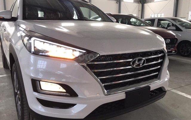 Tucson giá cực rẻ 799tr, tặng kèm khuyến mãi phụ kiện, xe có sẵn giao ngay, LH-Hoài Bảo 0911.64.00.888