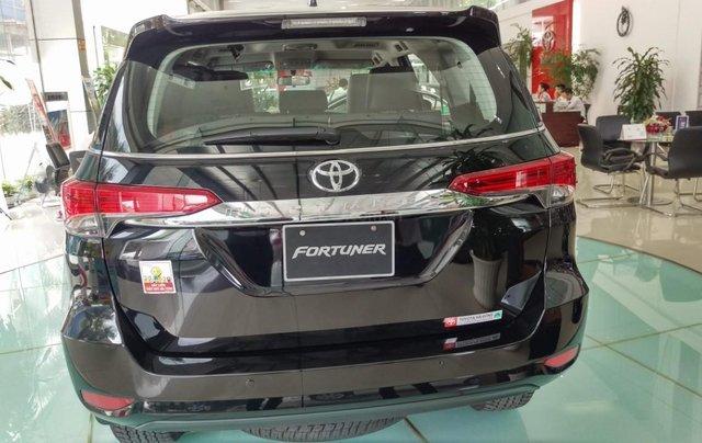 Toyota Hà Đông - Giảm giá sốc - Nhận quà liền tay khi mua xe Toyota Fortuner đời 2019, màu đen2