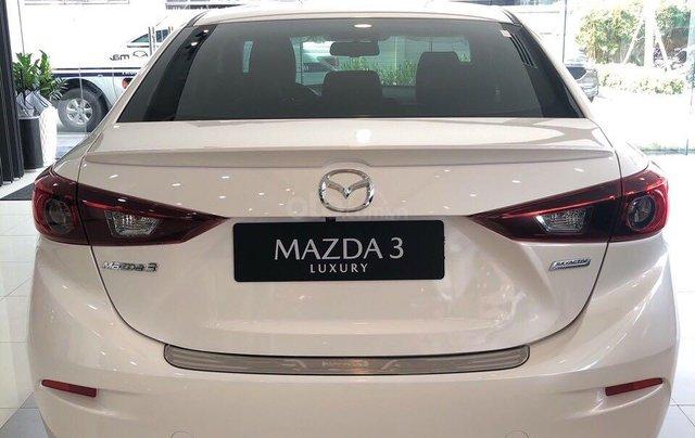 Cần bán xe Mazda 3 sản xuất 2019, màu trắng, giá 649tr1