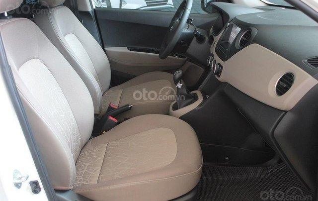 Cần bán Hyundai i10 1.2MT 2019 màu trắng mới đi 8.000 km, giá 388 triệu7