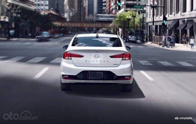 Hyundai Elantra khuyến mãi sập sàn, giá tốt nhất miền Trung1
