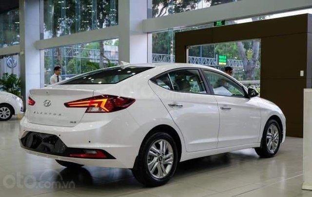 Hyundai Elantra khuyến mãi sập sàn, giá tốt nhất miền Trung3