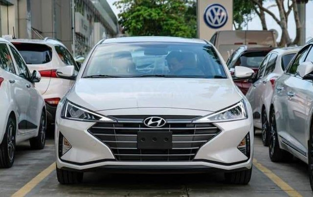 Hyundai Elantra khuyến mãi sập sàn, giá tốt nhất miền Trung0
