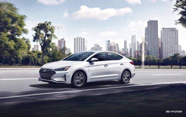 Hyundai Elantra khuyến mãi sập sàn, giá tốt nhất miền Trung2