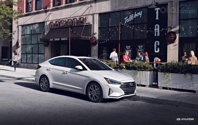 Hyundai Elantra khuyến mãi sập sàn, giá tốt nhất miền Trung5
