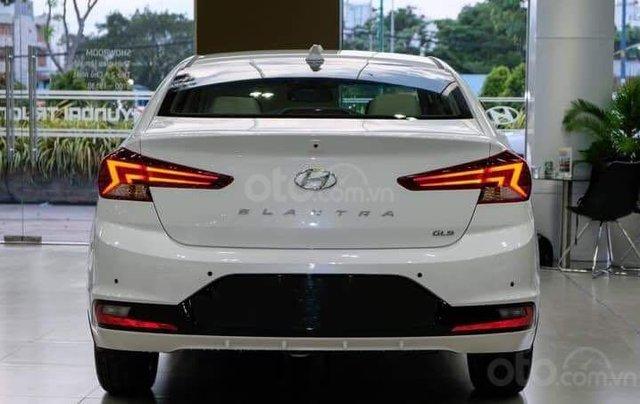 Hyundai Elantra khuyến mãi sập sàn, giá tốt nhất miền Trung6