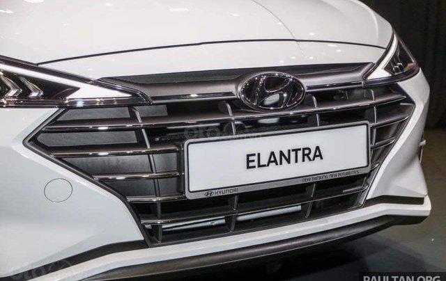 Hyundai Elantra khuyến mãi sập sàn, giá tốt nhất miền Trung8