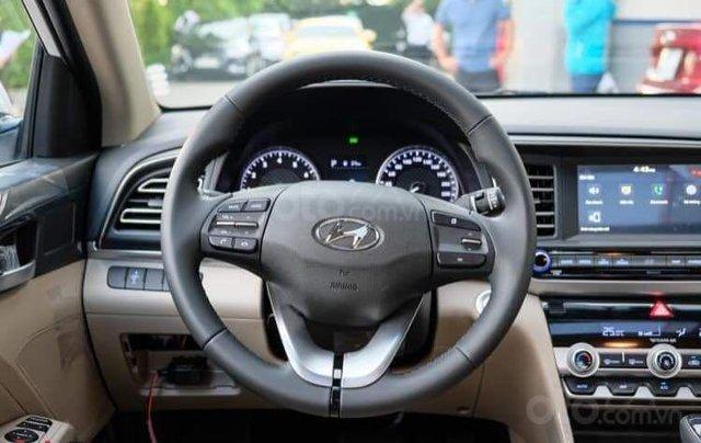 Hyundai Elantra khuyến mãi sập sàn, giá tốt nhất miền Trung11