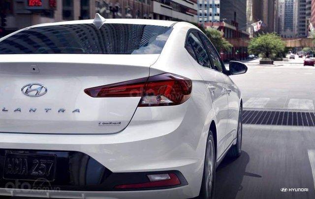 Hyundai Elantra khuyến mãi sập sàn, giá tốt nhất miền Trung10