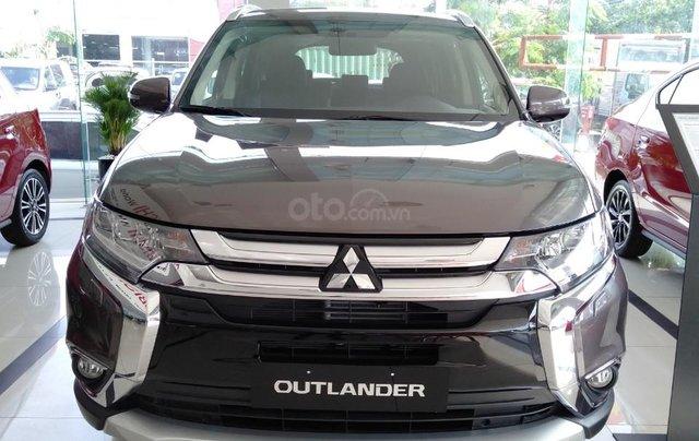 Outlander 2.0 mới 2019 giá chỉ từ 807,5 triệu - 7 chỗ rộng rãi, cách âm cực tốt, tiết kiệm nhiên liệu0