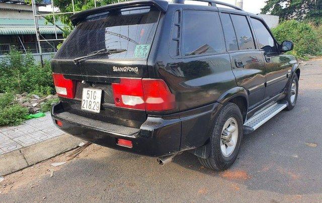 Cần bán Ssangyong Musso năm sản xuất 2004, màu đen, xe nhập 1