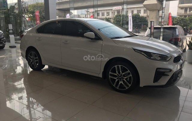 Cần bán chiếc xe Kia Cerato, 2019, màu trắng, giá cực kì hấp dẫn2