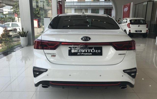 Cần bán chiếc xe Kia Cerato, 2019, màu trắng, giá cực kì hấp dẫn5