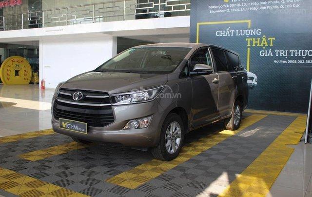 Bán xe Toyota Innova E 2.0 MT 2019 màu bạc, mới đi 16.000 km, hỗ trợ trả góp 70%1