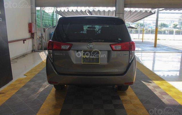 Bán xe Toyota Innova E 2.0 MT 2019 màu bạc, mới đi 16.000 km, hỗ trợ trả góp 70%3