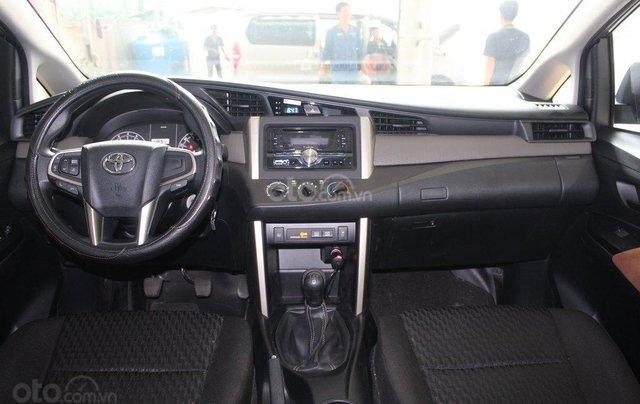 Bán xe Toyota Innova E 2.0 MT 2019 màu bạc, mới đi 16.000 km, hỗ trợ trả góp 70%5