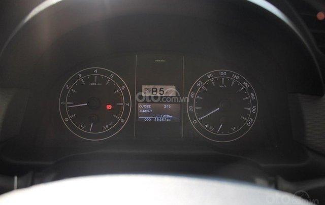 Bán xe Toyota Innova E 2.0 MT 2019 màu bạc, mới đi 16.000 km, hỗ trợ trả góp 70%7