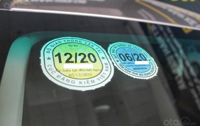 Bán xe Toyota Innova E 2.0 MT 2019 màu bạc, mới đi 16.000 km, hỗ trợ trả góp 70%8