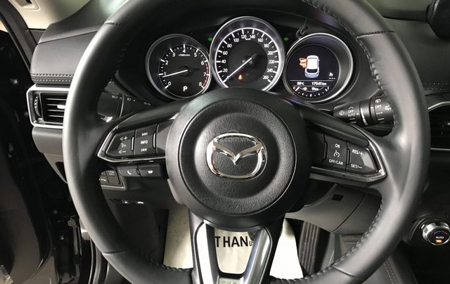 Bán xe Mazda CX5 2.5AT đời 2018, màu đen, mới 99%7