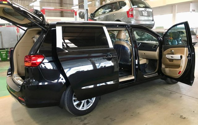 Cần bán Kia Sedona Luxury D đời 2019, màu đen7